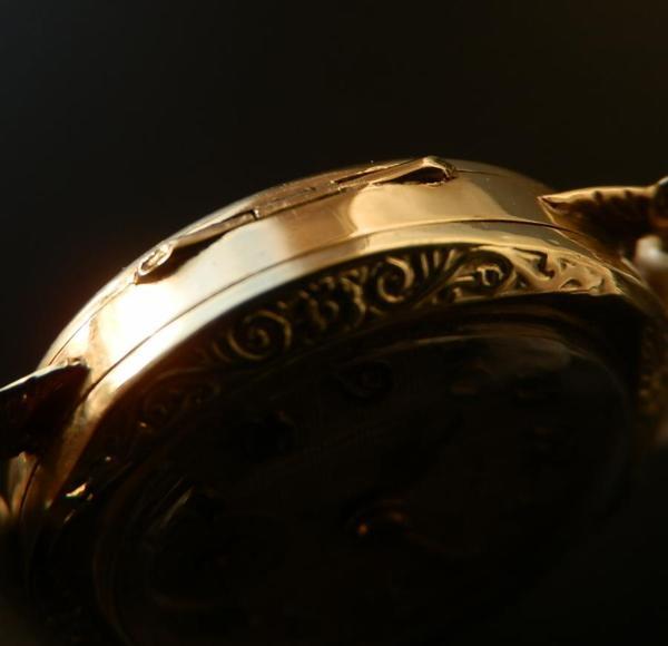 哀愁の先に…1920年代★RENOMA/レノマ★14金無垢シャンパンゴールド 薔薇模様彫金のサムネイル