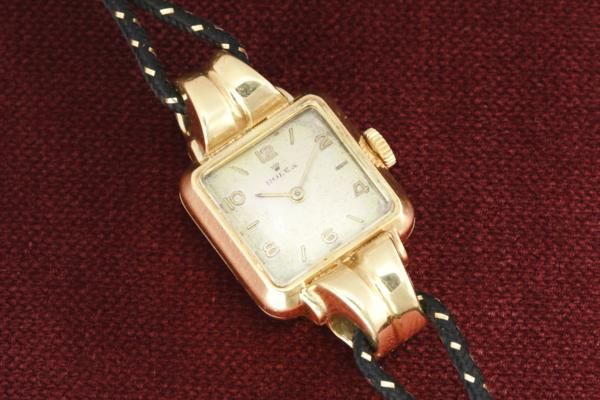 Rolex Fancy Double sepped Lug in 18k solid gold…. ★ファンシー ダブルステップドラグ★18金無垢  Code ban Ladies watch Ref.4405/Cal.200のサムネイル
