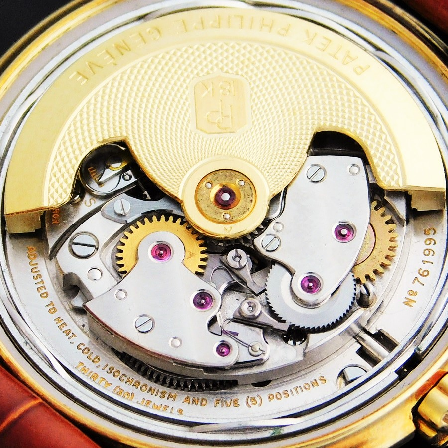 """★★★★★ PATEK PHILIPPE ★★★★★ The first Legend of Automatic """"12-600AT"""" Engraving 18k Solid Gold Rotor☆極上美品1955年製造アーカイブ付属☆伝説彫金ローターCal.12-600AT★パテックフィリップ Ref.2552★18金無垢ステップドケース☆PP竜頭&尾錠のサムネイル"""